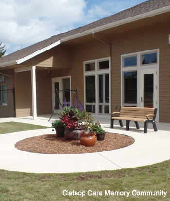 clatsop memory care outside seating area